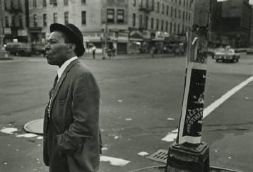 Dawoud_Bey_A_Man_on_the_Corner_of_Lenox_Ave__125th_St_Harlem__3282_418